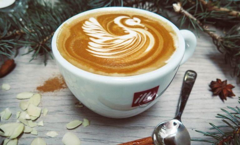 Cappuccino: Come Prepararne uno Perfetto sia a Casa che al Bar