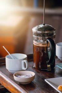 come si prepara il caffè con la french press