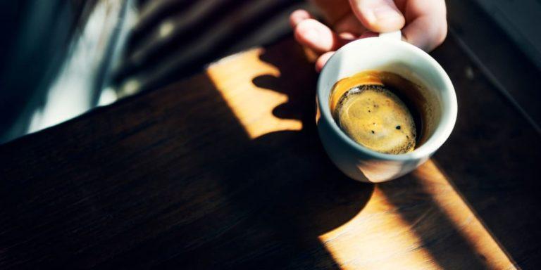 Caffeina: gli effetti benefici, quelli negativi e quanta assumerne