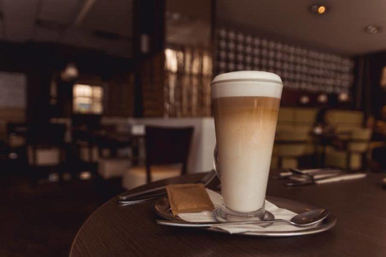 Preparare il caffèlatte – e come varia da cappuccino e latte macchiato