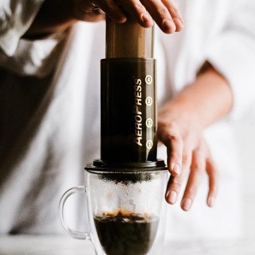 come si prepara il caffè con l'aeropress